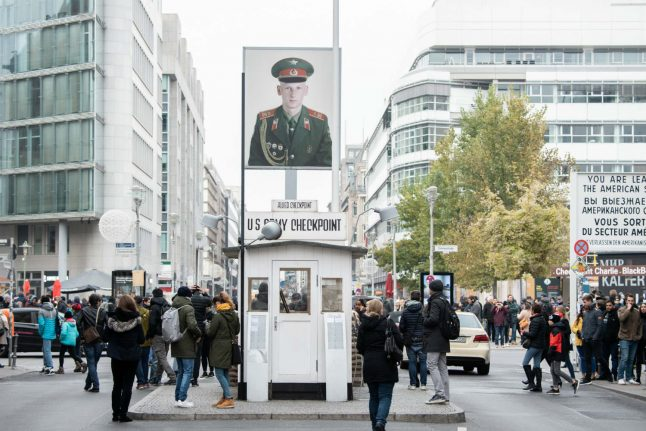 'Iconic' Checkpoint Charlie soldier photos to be auctioned in Germany