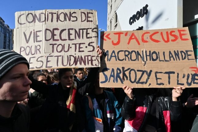 Why are French students smashing down the education ministry's gates?