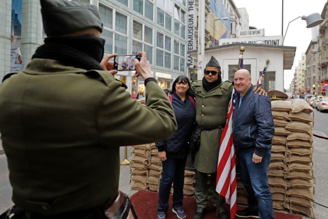 Berlin bans 'soldiers' at Checkpoint Charlie