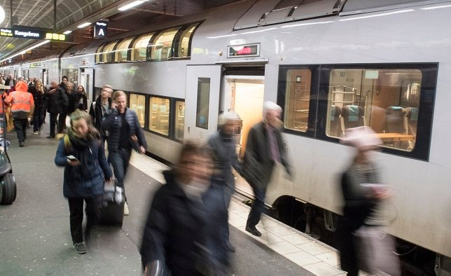 Signal failure causes major delays and disruptions to Stockholm trains