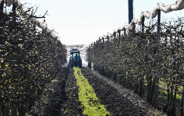 More than 280,000 people sign up to help farmers in France