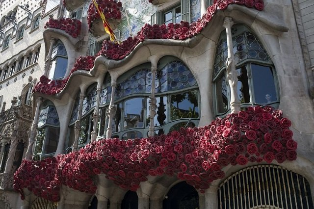 Why St George's Day is marked in Catalonia with roses and books