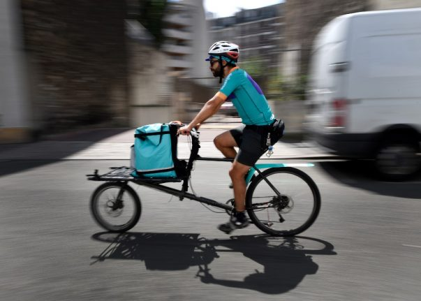 French supermarkets team up with couriers to offer one-hour home delivery