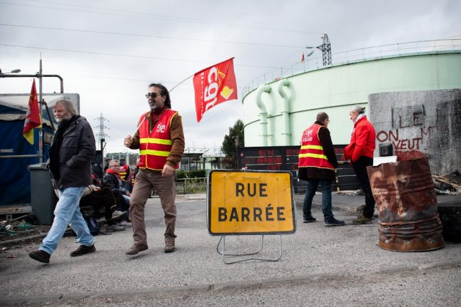 Unions in France threaten to strike in May over lockdown lifting