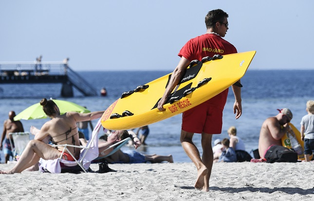 How will Sweden's beaches deal with social distancing rules?