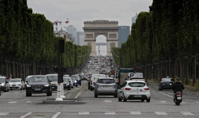 Paris region imposes driving restrictions as pollution levels spike amid soaring temperatures