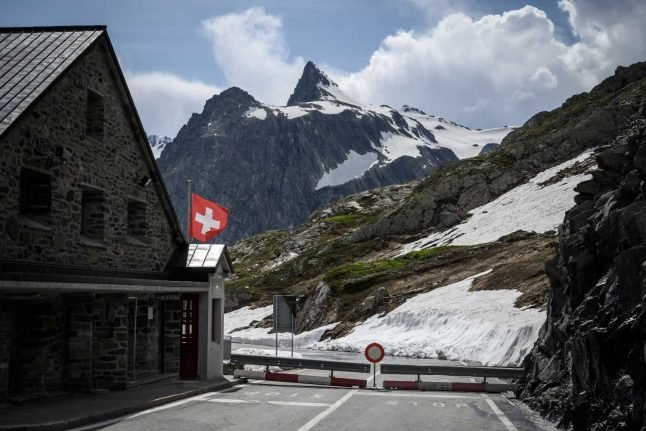 The form you need to cross the Swiss border for family reasons