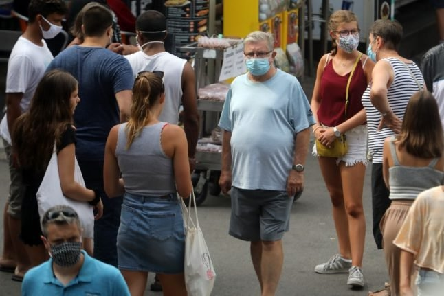 France to distribute 40 million free face masks to its poorest people