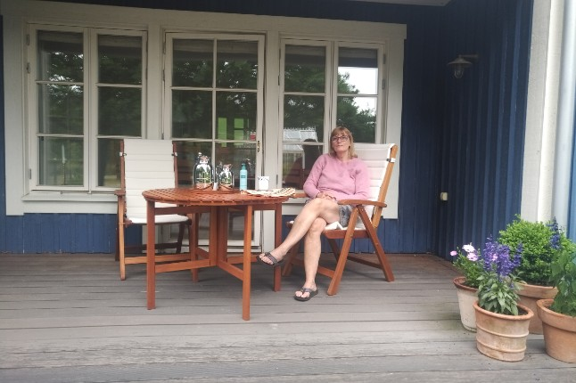 Danes flout travel advice to visit Swedish summer houses