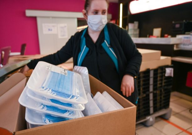 Masks should be worn in air-conditioned offices, Swiss experts say