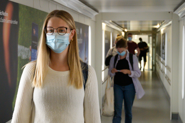 Swedish airports ask passengers to wear face masks