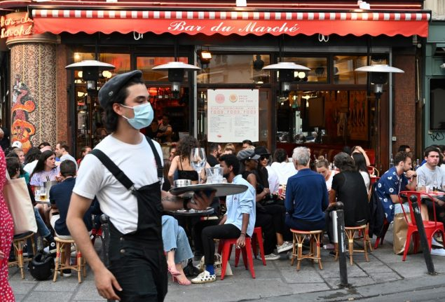 'Everyone wants to be outside' - How Paris cafés are coping with new health rules