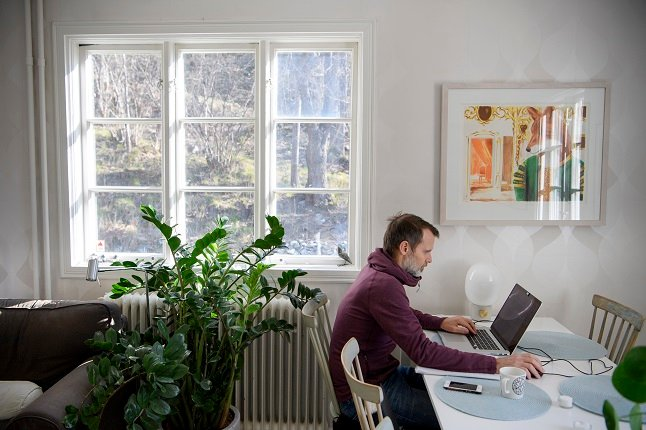 Working in Sweden: Am I entitled to a desk while working from home?