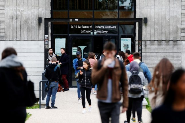 US students 'in limbo' over delays to French visas