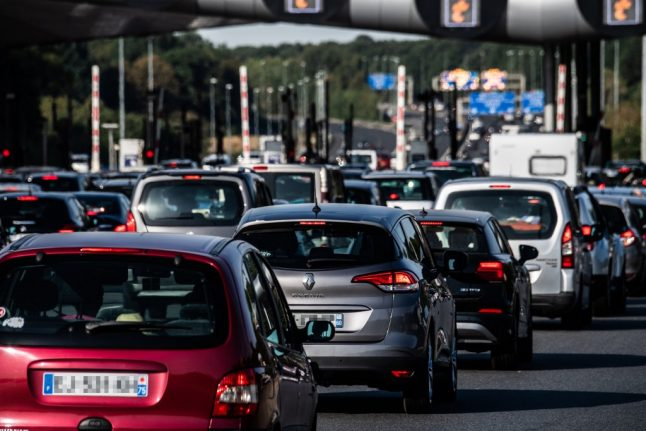 Sweltering France posts traffic jam record