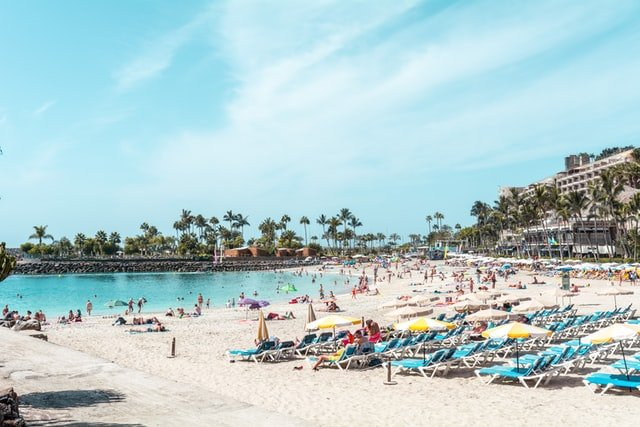 Spain's Canary Islands give insurance guarantees to tourists  in case of Covid-19