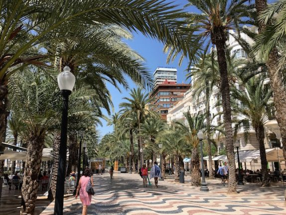 Where are the best places in Spain to set up a business aimed at foreigners?