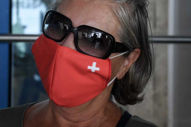 UPDATE: Fribourg, Valais to implement compulsory mask requirement in shops