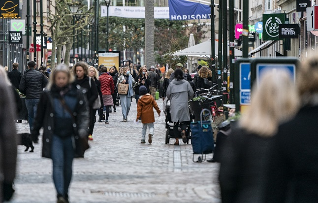 Coronavirus: Concern in Malmö over busy squares and shopping centres
