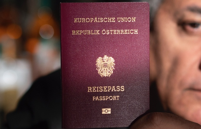 Why do so few foreigners become Austrian?