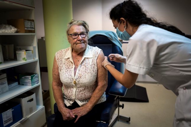 French pharmacies run out of flu vaccines as demand soars