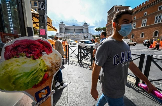 Covid-19: Rome makes face masks compulsory in public at all times