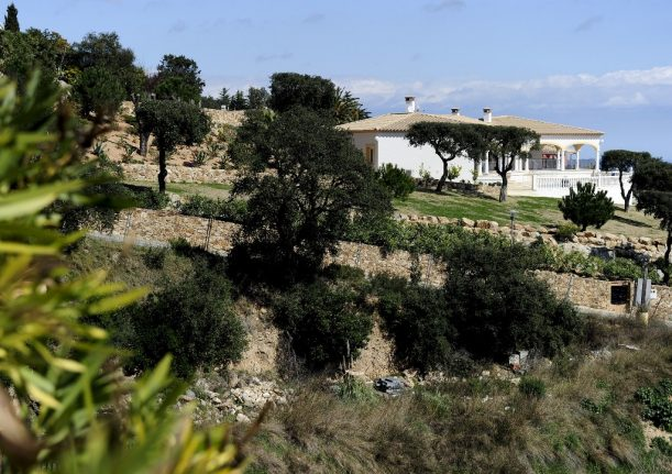 What are the rules for second home owners under Spain's new restrictions?