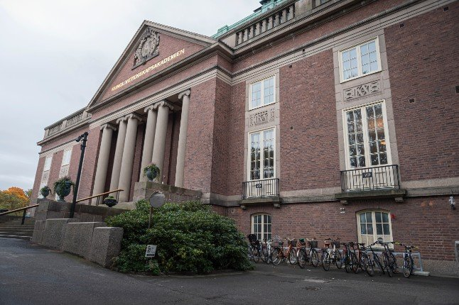 Swedish Academy of Sciences calls for face masks to slow infection