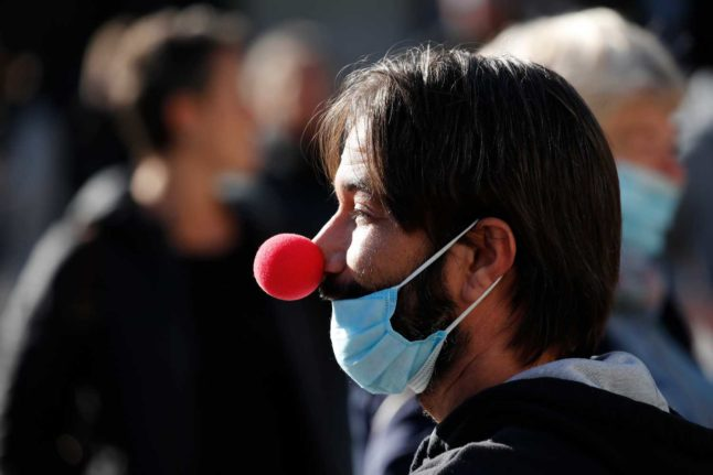 Swiss police can now issue on-the-spot fines for mask refusers