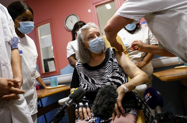 78-year old woman first in France to get Covid-19 vaccine