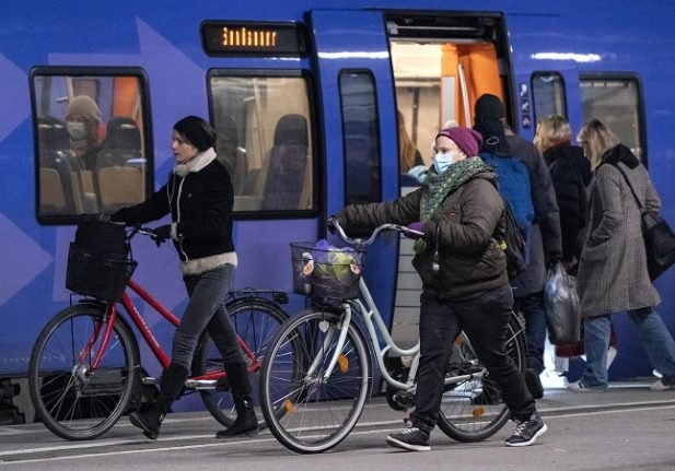 EXPLAINED: What are Sweden's recommendations for face masks on public transport?