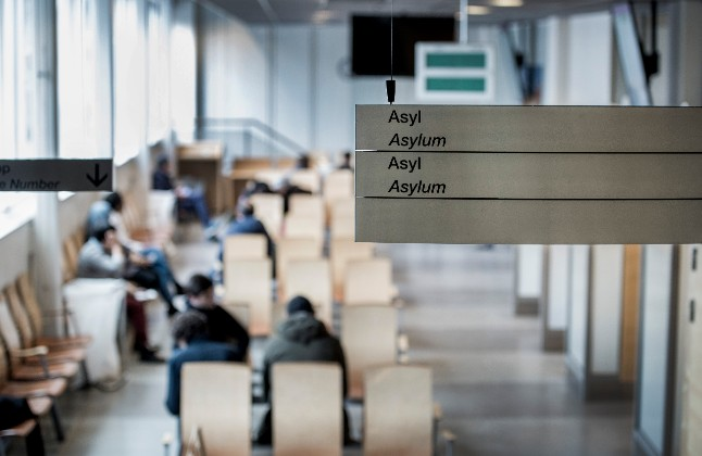 Migration Agency hits back at criticism over long waiting times