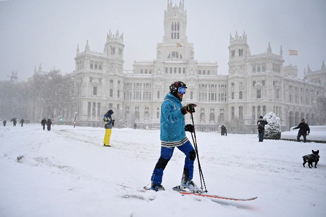 IN PICS: Skiers, snowboarders and a dogsled take to the streets of Madrid