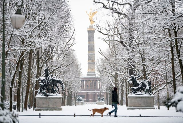 Winter onset in north Germany brings snow, sledging and police controls