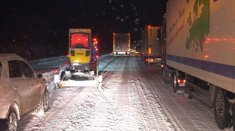 Hundreds of drivers spend night on Autobahn as Germany's snow chaos continues