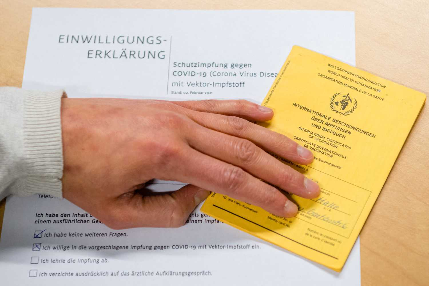 Have your say: Should Switzerland introduce a Covid-19 immunity pass?
