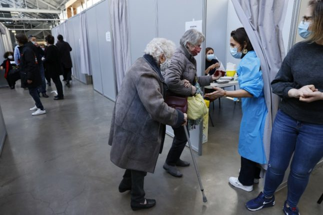 French health authorities to begin phoning unvaccinated over-75s