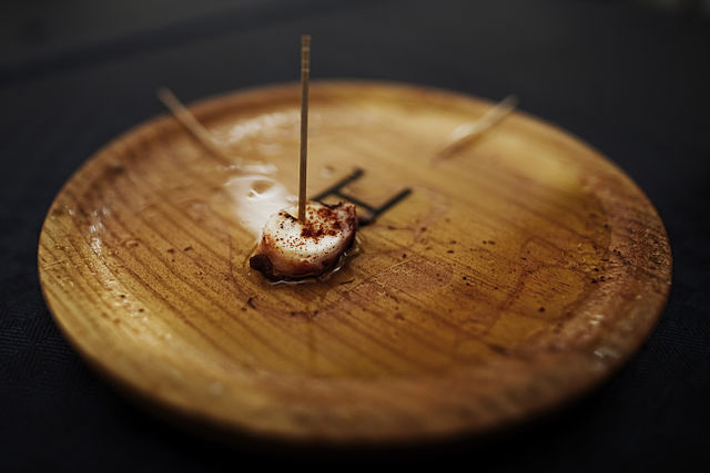 Why do Spaniards find it 'shameful' to eat the last bite?