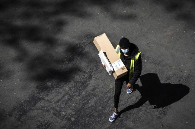 France proposes banning free delivery of online shopping due to environmental impact