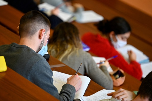 France to offer Covid vaccines to international students