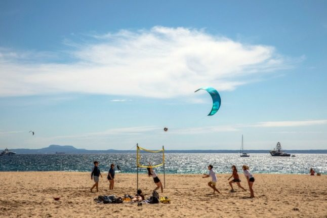 Germany eases quarantine rules with eye on summer travel