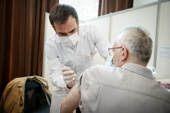 France to shorten the gap between doses of Covid vaccines