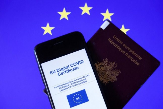 EXPLAINED: What people vaccinated in France need to do to get the EU Covid travel certificate