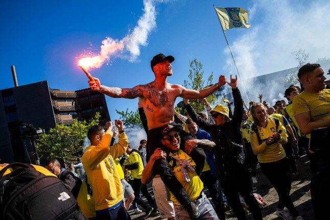 Danish football fans' crowded celebrations led to 'only limited spread'
