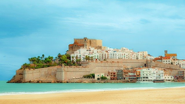OFFICIAL: UK keeps all of Spain on its 'amber' travel list until late June