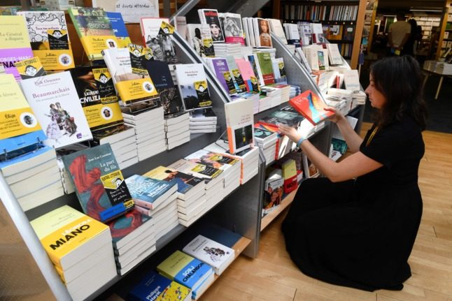 EXPLAINED: Why you won't find many discounts on books in France