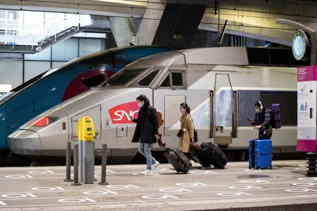 Do vaccinated travellers transiting through France from Italy still have to quarantine in UK?