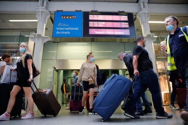 Do vaccinated travellers transiting through France from Spain still have to quarantine in UK?