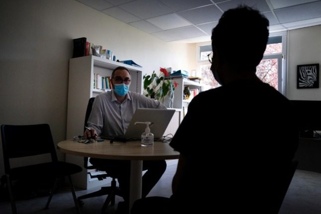 EXPLAINED: How to access mental health services in France