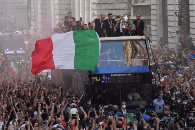 Euro 2020: Concern about virus spread after Italy players' 'unauthorised' victory parade through Rome